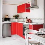4-bucatarie moderna cu mobilier rosu cu alb apartament 45 mp