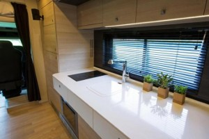 4-bucatarie-moderna-minimalista-casa-mobila-stx-mercedes-actros