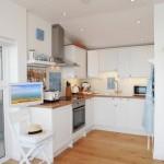 4-bucatarie moderna mobilier pe colt interior casa mica 30 mp