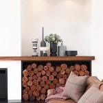 4-bucati de lemn de foc stivuite frumos in decorul livingului