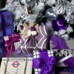 4-cadouri impachetate in hartie asortata bradului de Craciun