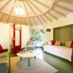 4-camera cu un pat extensibil si o canapea casa mica de vacanta