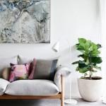 4-canapea cu picioare inalte si suple decor living mic