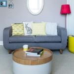 4-canapea gri inchis mica amenajare living apartament cu pereti gri deschis