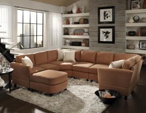 4-canapea-mare-intr-un-living-de-mici-dimensiuni