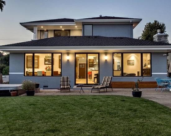 4-casa cu acoperis negru si fatada gri deschis