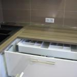 4-chiuveta amplasata pe colt mobila alba bucatarie moderna