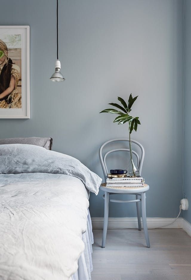 dormitor amenajat albastru deschis