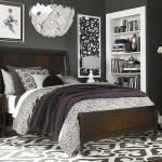 4-dormitor cu pereti gri inchis mobila lemn masiv si alba