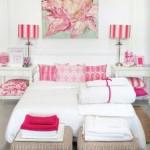 4-dormitor frumos si elegant decorat in alb si ciclam