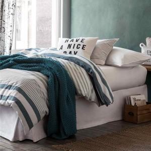 4-dormitor relaxant decorat in alb si nuante de albastru