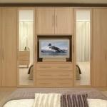 4-dulap-clasic-pentru-haine-cu-spatiu-prevazut-pentru-televizor.jpg