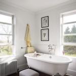 4-dupa transformare baie stil clasic modern pardoseala lemn masiv si pereti albi