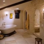 4-exemplu amenajare baie mansardata cu un perete placat cu piatra naturala