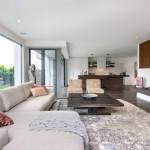 4-exemplu amenajare living minimalist in nuante de gri si maro
