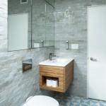 4-exemplu de asezare a obiectelor sanitare in decorul unei bai mici