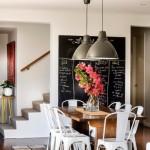 4-exemplu de interior colorat cu peretii zugraviti in alb