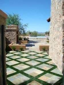 4-exemplu intercalare pavele beton cu iarba sintetica