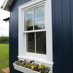 4-fereastra alba din lemn cu jardiniera flori exterior casa mica 40 mp