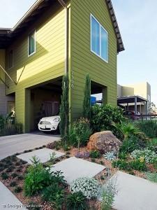 4-garaj situat sub dormitorul de oaspeti al casei compacte cu parter si etaj