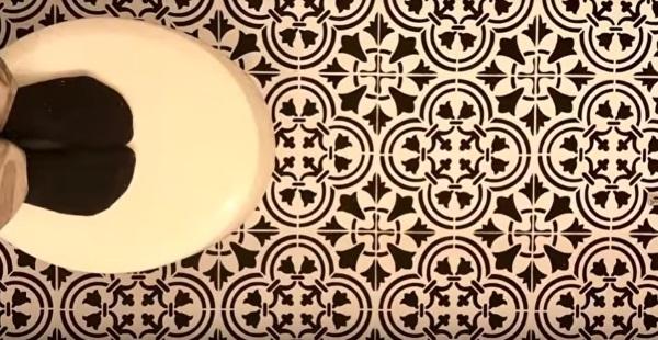 gresie baie vopsita si decorata cu stencils