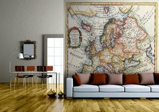 4-harta lumii fototapet aplicat pe peretele din spatele canapelei din living