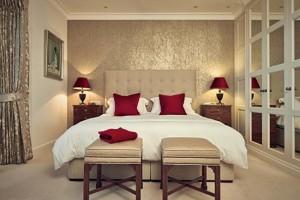 4-idee amenajare dormitor de bloc in alb auriu si accente bordo stil clasic