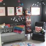 4-idei amenajare camera unisex bebelus gri si negru decoratiuni colorate
