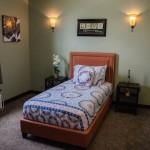 4-interiorul-unui-dormitor-din-caminul-de-batrani-lantern-of-madison