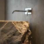 4-lavoar-supradimensionat-din-piatra-in-decorul-unei-bai-minimaliste-finisate-cu-beton-slefuit