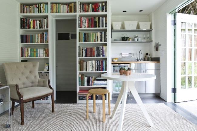 4-living mic cu biblioteca si bucatarie mica casuta 17 mp pentru musafiri