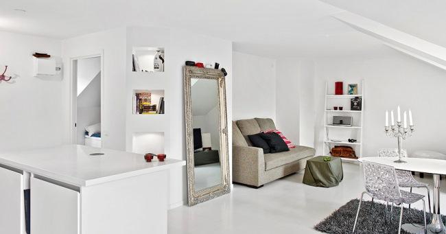 4-living si loc de luat masa apartament 2 camere mansarda decorat in alb