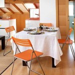 4-loc de luat masa apartament mic mansarda