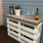 4-minibar de exterior construit din palet de lemn vopsit in alb si cateva dale de beton