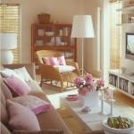 4-mobilier-alb-si-accente-florale-roz-in-decorul-livingului