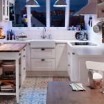 4-model bucatarie stil scandinav de mici dimensiuni mobila alba pe colt si blat din lemn