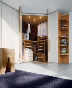 4-model dulap pentru haine dispus pe coltul dormitorului