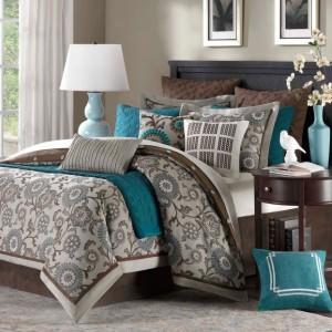 4-pat solid si elegant cu structura din lemn masiv