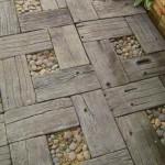 4-pavaj rustic din lemn si pietris