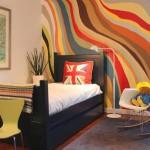 4-perete zugravit in valuri multicolore dispuse in diagonala