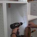 4-prinderea dulapurilor de bucatarie intre ele