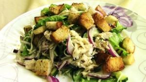 4-salata fara maioneza cu piept de pui castraveti proaspeti si crutoane