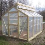 4-sera pe structura din lemn cu folie de plastic si aerisire