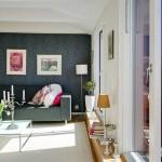 4-tapet negru cu imprimeu gri perete de accent in living mdoern scandinav