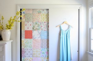 4-usa dressing decorata cu resturi de tapet