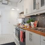 4-varianta amenajare bucatarie moderna in stil scandinav cu mobila alba si blat din lemn