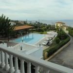 4-vedere din balcon spre piscina si Marea Mediterana