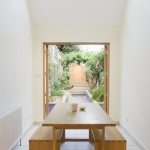 4-vedere spre gradina casei inguste din locul de luat masa AlmaNac architects