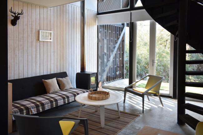 4-zona living cu soba din fier tip godin Casa R Patagonia