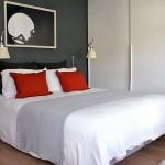 5-accente rosii in amenajarea unui dormitor in alb si negru